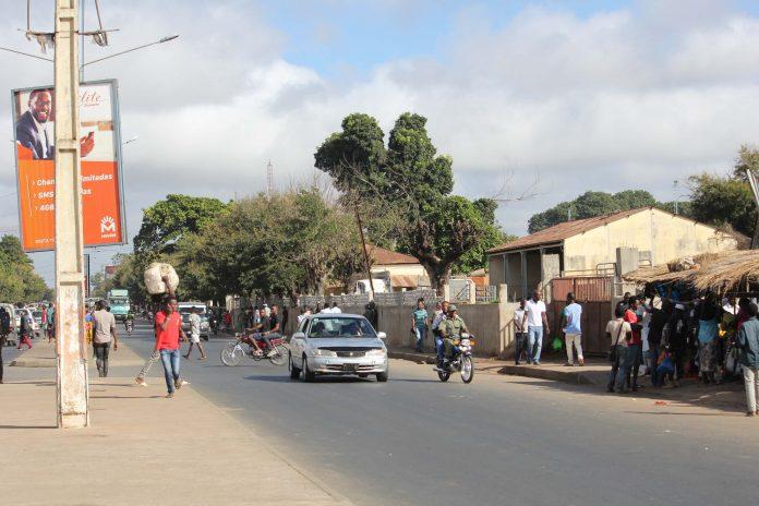 Os vendedores ambulantes comecam a deixar as ruas e passeios da cidade de Nampula a pedido do autarca Paulo Vahanle