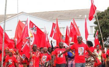 A frelimo em Nampula assaltou a praca dos herois, fez campanha eleitoral, tinham bandeiras e havia onda vermelha