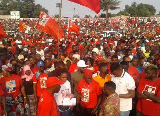 Momento de exaltacao a Nyusi no estadio 25 de Junho, em Nampula, onde vieram a morrer mais de dez pessoas