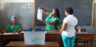 Os observadores da Uniao Europeia dizem que houve muitas irregularidades no dia da votacao