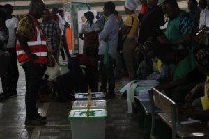 Ambiente de uma mesa de voto