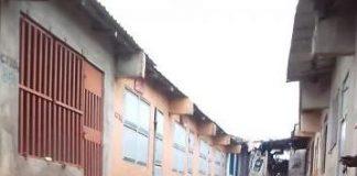 No mercado do matadourou, em Nampula, uma crianca foi sexualmente violada por dez homens