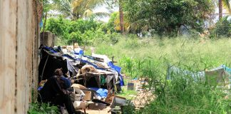 Ha muito lixo em Nampula e catadores de lixo tiram para vender os reciclavel